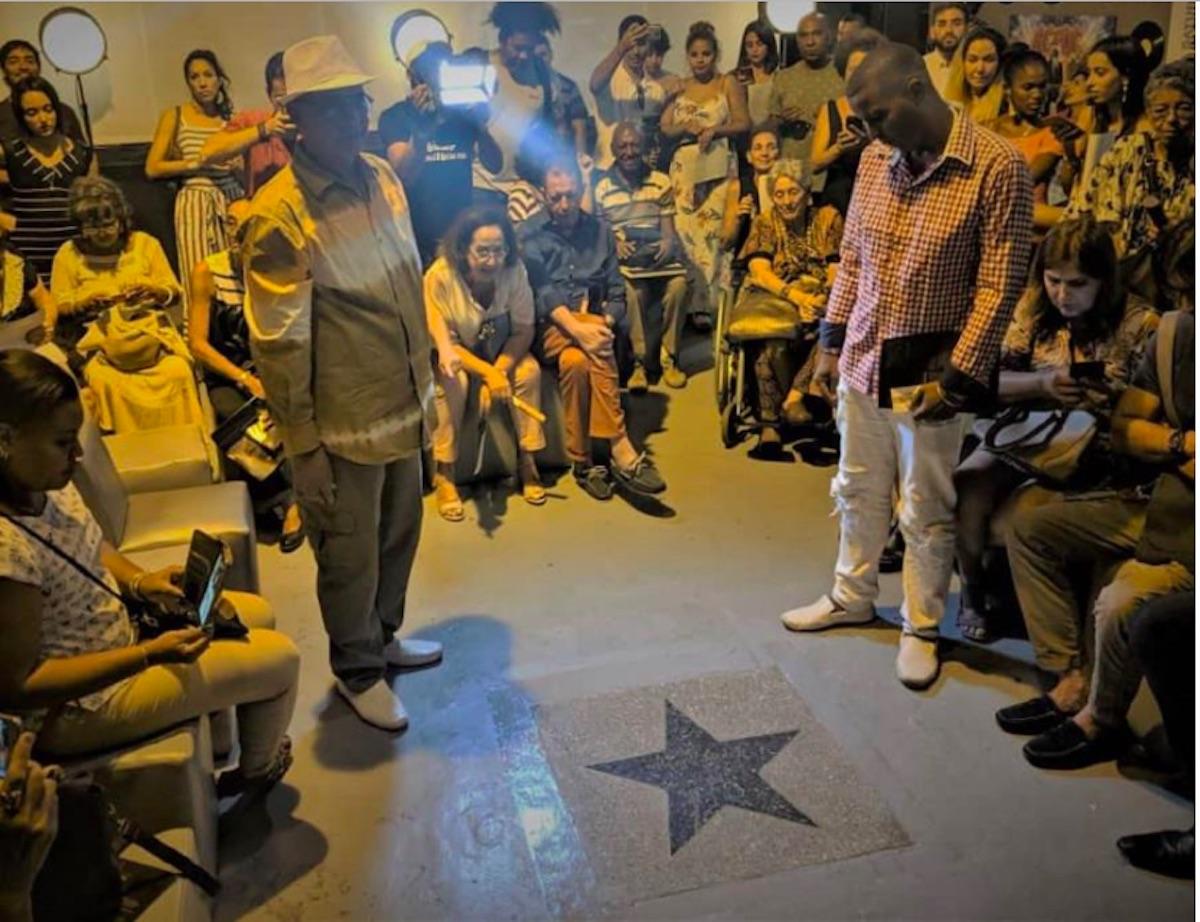 la peculiar idea rememora al estilo Hollywood un paseo de la fama cubano