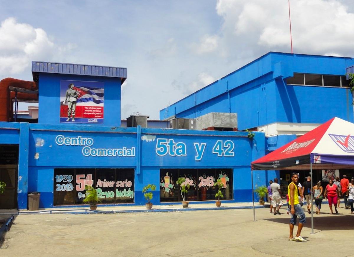 Dos tiendas en La Habana habilitarán operaciones de vuelto en CUP como parte del proceso de aceptación de la moneda nacional