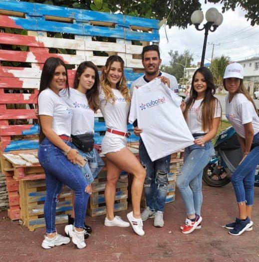 Este domingo Cubatel se unió a los seguidores de Super Bowl en La Habana, como parte también de la peña Deporte Total