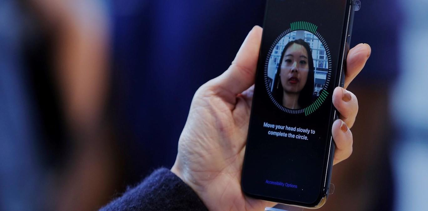 La empresa tecnológica tuvo que modificar el sistema de reconocimiento facial por el uso de mascarillas