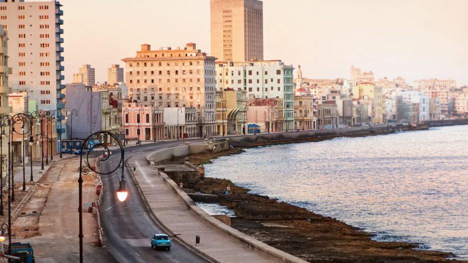 Isla artificial en el Malecón habanero